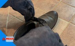 using ozero to tie a shoelace