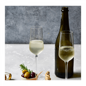 Proseco Fill in 2 glass with bottle